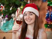 Glad tjej firar jul — Stockfoto