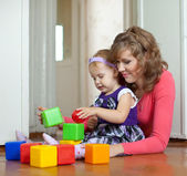 Mother and baby plays with toys — Stock Photo