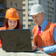 Builders works at construction site — Stock Photo