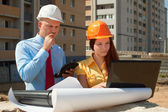 Architects works in front of building site — Foto Stock