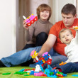 Foto Stock: Family plays in home