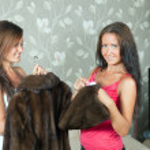 Women cleaning fur coat — Stock Photo #15260935