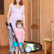 Mother and daughter chores with vacuum cleaner — Zdjęcie stockowe