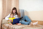 Mother and child with laptops — Stockfoto