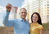 Happy couple in front of new home — Stock Photo