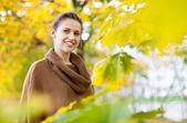 Girl at autumn park — Stock Photo