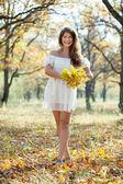Happy girl with oak posy in autumn — Stock Photo