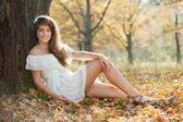 Portrait of girl in autumn park — Stock Photo