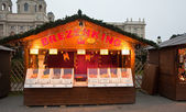 Kiosk with baking at Christmas market in Vienna — Zdjęcie stockowe