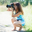 Female photographer takes photo — ストック写真