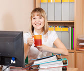 Businesswoman is relaxing with cup of tea — Photo