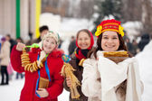 Smiling girls with pancake during Shrovetide — Stock Photo