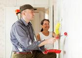 Woman and man making repairs at room — Stock Photo