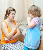 Mother berates her child — Stock Photo