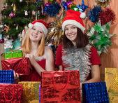 Счастливые девушки, празднование Рождества — Стоковое фото