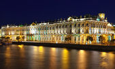 Зимний дворец в ночь — Стоковое фото