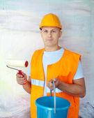Haus Malern mit Farbroller — Stockfoto