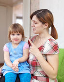 Mother berates her baby — Stock Photo