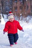 Niño feliz en invierno — Foto de Stock