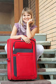 Mujer feliz con equipaje — Foto de Stock