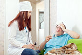 Doctor of prescribes to patient the medication — Stock Photo