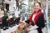 Woman chooses souvenirs — Stock Photo