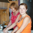 Two women makes pie — Foto de Stock
