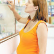 Pregnant woman chooses drugs - Foto de Stock  