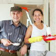 Happy woman and man makes repairs   — Stock Photo