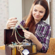 pretty girl chooses jewelry in treasure chest  — Foto Stock