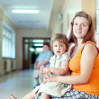 Woman with child  at the clinic — ストック写真