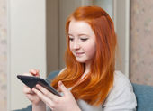 Young girl uses tablet computer — Stock Photo