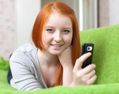 Teenager sends SMS — Stock Photo