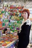 Gardener buys the seeds in market — Stock Photo