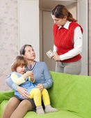 Woman pays nanny for her baby — ストック写真
