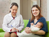 Doctor of prescribes to baby the medication — Stock Photo