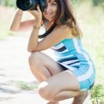 photographe prend des photos en plein air — Photo #24183833