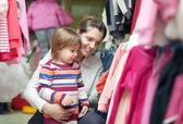 Child with mother chooses wear — Stock Photo