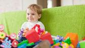 Retrato de niño de tres años en casa — Foto de Stock
