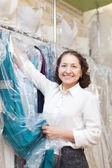 зрелые женщины покупатель — Стоковое фото