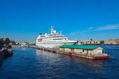 Cruise liner at Saint Petersburg port — Stock Photo