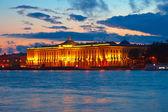 Keizerlijke academie van beeldende kunsten in zonsondergang — Stockfoto