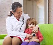 Doctor examining 2 years baby — Stock Photo