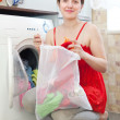 Womin red loading washing machine — Zdjęcie stockowe #25914371