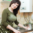 Housewife cleans the kitchen sink   — Stock Photo
