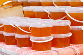 Honey on counter of market — Stockfoto