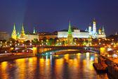 μόσχα κρεμλίνο και moskva ποταμού νύχτα. ρωσία — Φωτογραφία Αρχείου