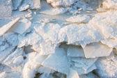 Ijs op de rivier in ijzig dag — Stockfoto