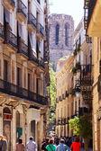 风景如画的 barri gotic 的街道。巴塞罗那 — 图库照片