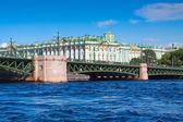 Vue de saint-pétersbourg. pont du palais — Photo
